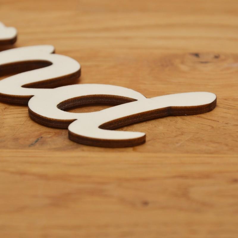 Individueller Schriftzug aus Holz